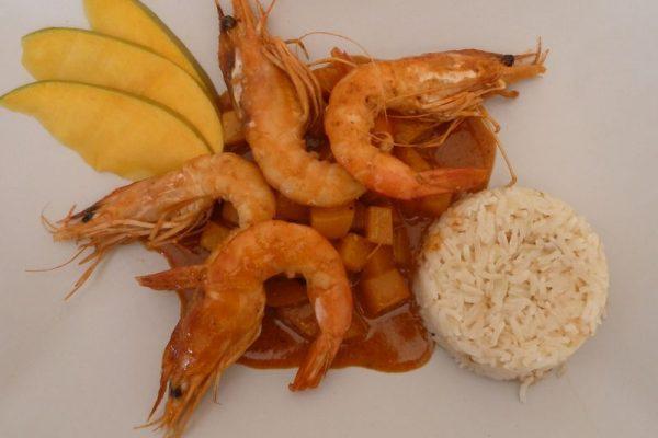 Crevettes au lait de coco, mangue et curry