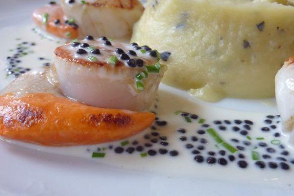 Coquilles Saint Jacques au caviar de hareng
