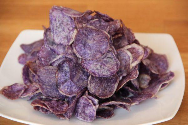 Chips de pommes de terre bleues