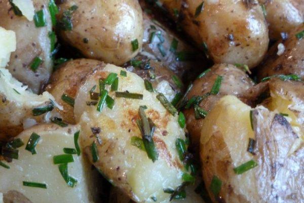 Pommes de terre primeurs aux herbes fraiches