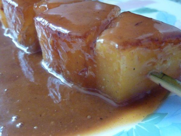 Brochette d'ananas, caramel au beurre salé