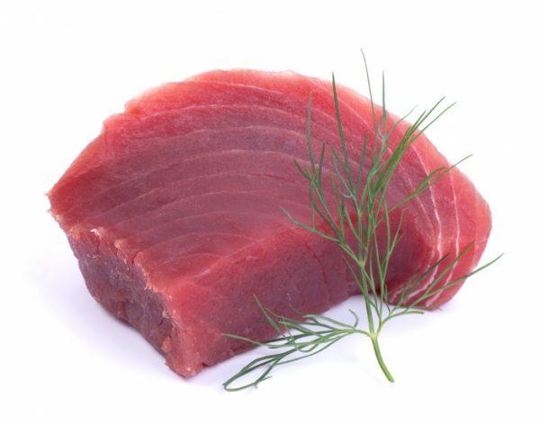 Pavé de thon « snacké » sauce choron, risotto gratiné.
