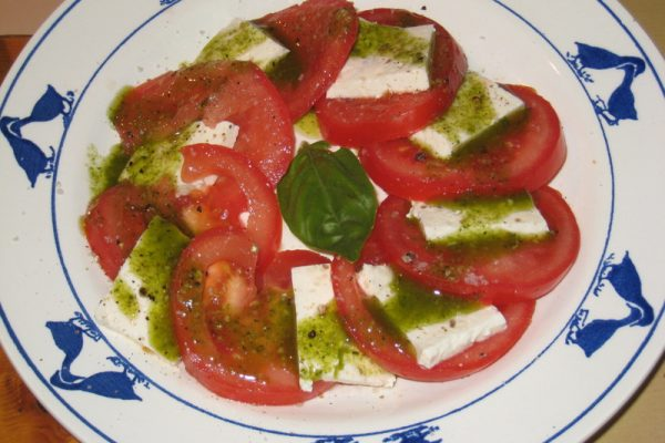 Tomme blanche et tomate au Pesto