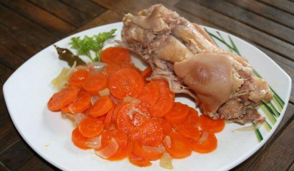 Le pied de cochon confit aux carottes