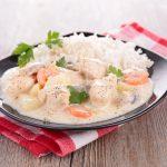 poule pochée, sauce suprême, riz créole