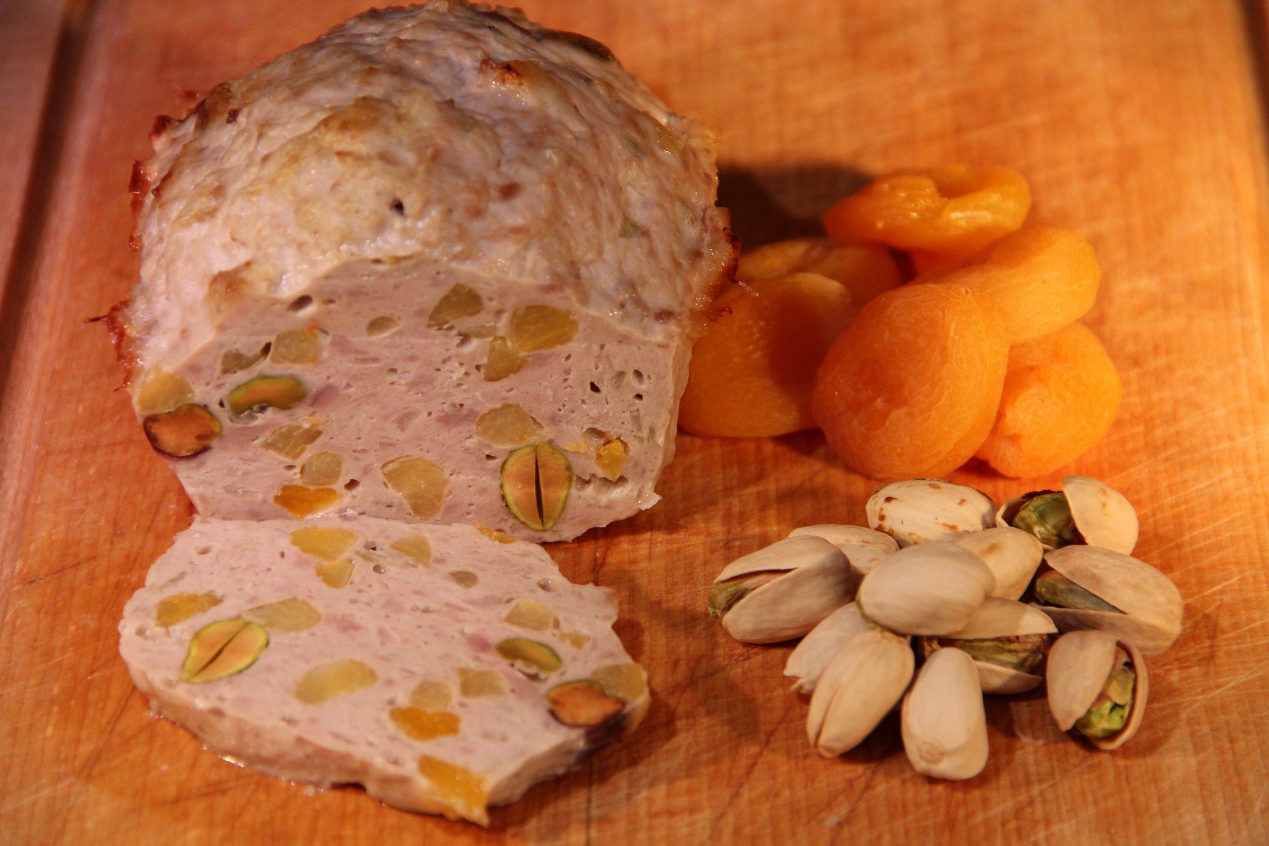 Terrine de volaille aux abricots secs et pistaches