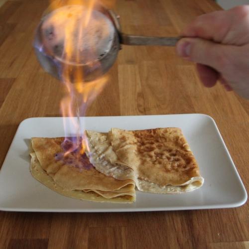 Crêpes flambées à l'eau de pomme