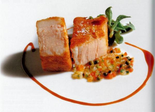 Gorge de porc basse «température» panée et ratatouille au poivre vert