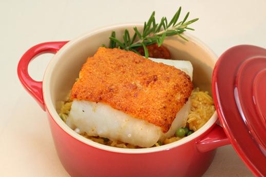 Dos de cabillaud en croûte de chorizo, riz à l'espagnole