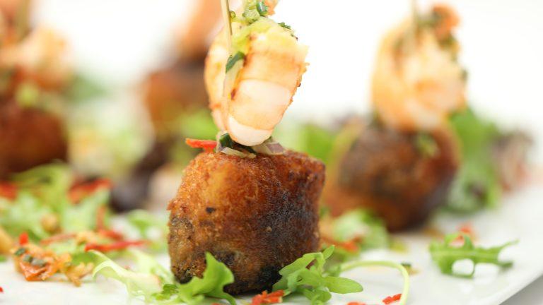 Boudin noir et gambas en salade de pomme de terre