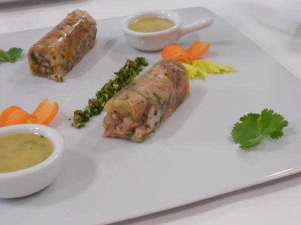 Fromage de tête de  porc, salade frisée aux noix