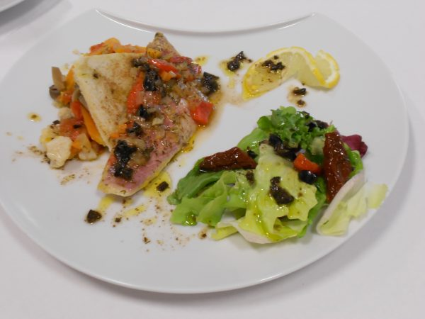 Escabèche de rouget, grecque de légumes et vinaigrette niçoise.