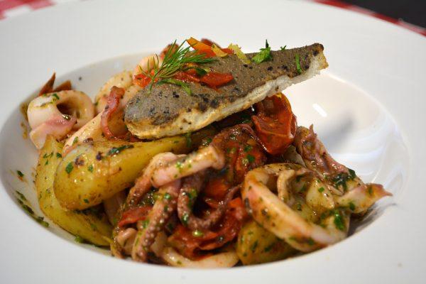 Calamars poêlés, pommes de terre de Noirmoutier et chorizo