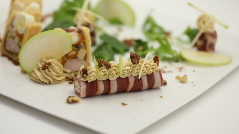 Picatta de magret fumé, rémoulade aux noix, mousse de foie gras