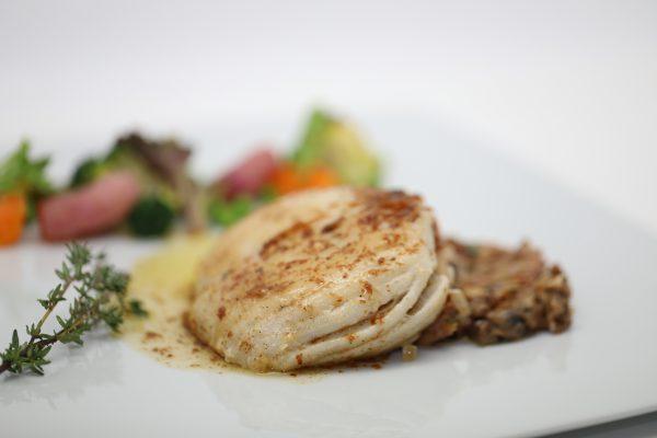 Dodine de raie tapenade, pancetta au beurre mousseux