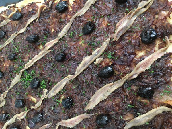 Pissaladière aux oignons rouges